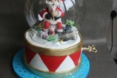 Snowglobe Christmas cake